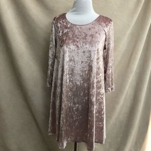 Dresses & Skirts - {LONNNA} Gorgeous crushed velvet blush shift dress